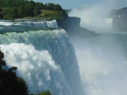 Cataratas del Niagara a tope de agua
