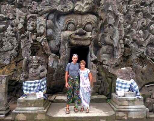 Viaje a Indonesia con la mochila. Visitando el Elephant Temple en Bali